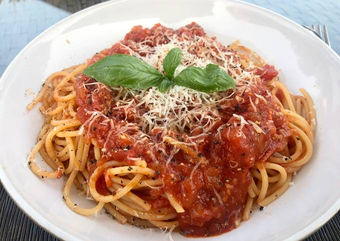 Spaghetti with tomato, chilli & garlic #mycookbook