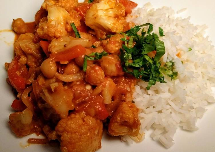 Easiest Way to Make Perfect Vegetarian Indian Curry with Garam Masala, Cauliflower and Chick Peas