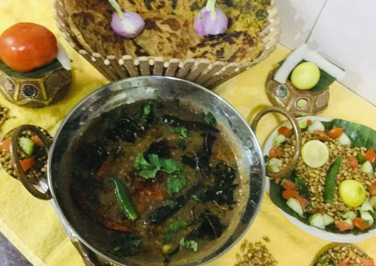 Simple Way to Prepare Award-winning Matki Chi Usal (Moth Dal Curry)