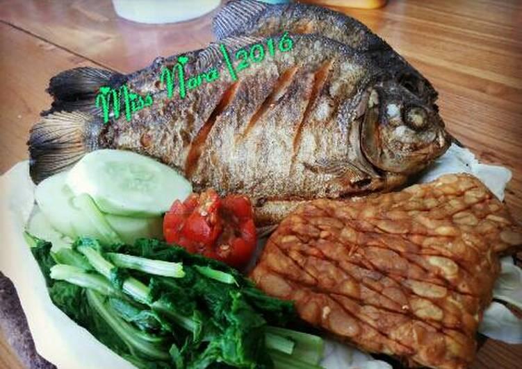 Ikan Bawal Goreng Sambal Mentah