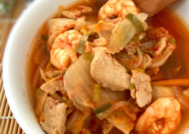 Bagaimana Membuat Sup Tuna Udang Kimchi – Kimchi Jjigae yang Menggugah Selera
