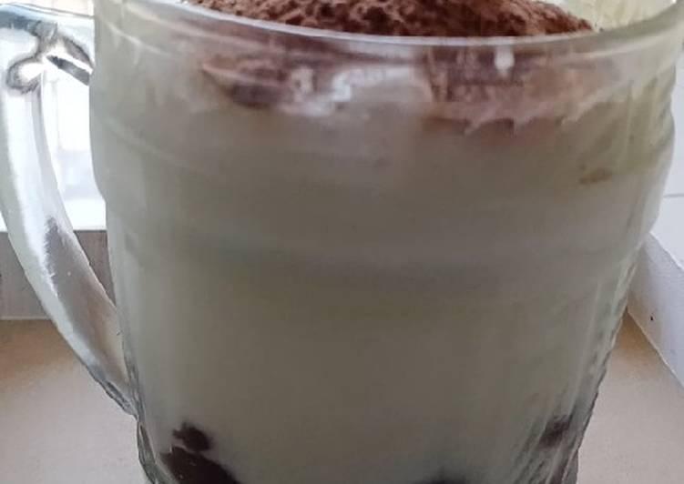 Es Boba Susu putih bertabur bubuk Milo