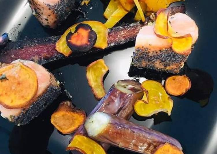 Comment faire Préparer Appétissante Cubes de Saumon mi-cuit au Pavot, Légumes d'Automne confits à l'ail et Chips
