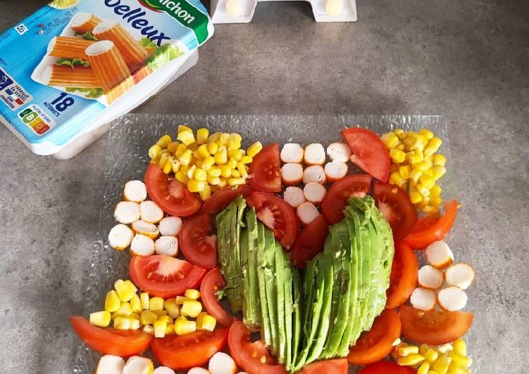 Comment Cuisiner Délicieux Avocat, tomate, surimi, maïs