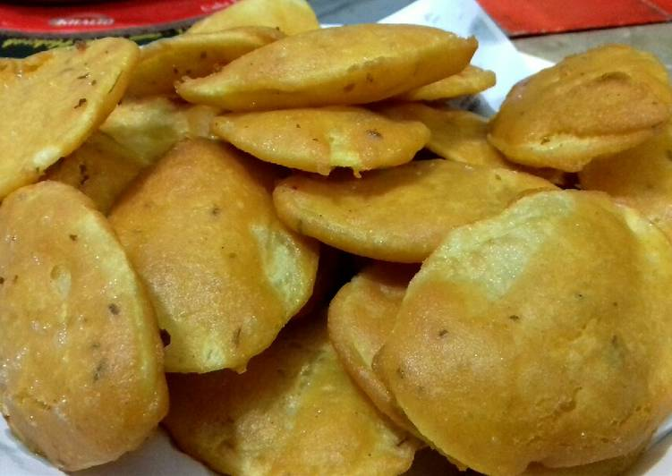 Simple Way to Make Quick Aalu k Pakorhay #Cookpadapp #Iftar_Contest #CookingSpecial
