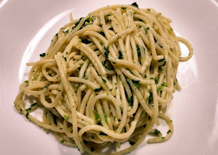 Recipe: Yummy Spaghetti with spinach and garlic