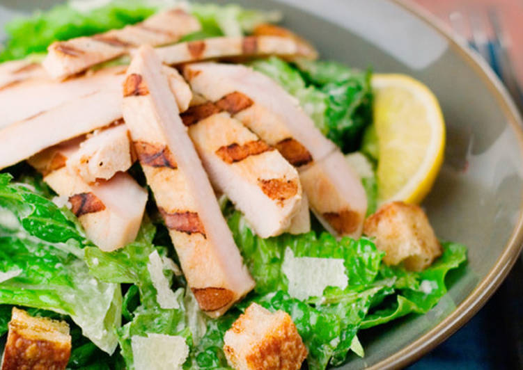 How to Prepare Perfect Grilled Chicken Caesar Salad