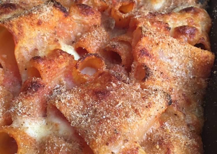 Ricetta Pasta al forno sul letto di parmigiana di melanzane
