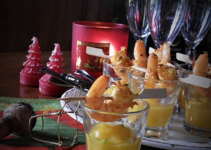 Brochettes de crevettes sur purée de mangue