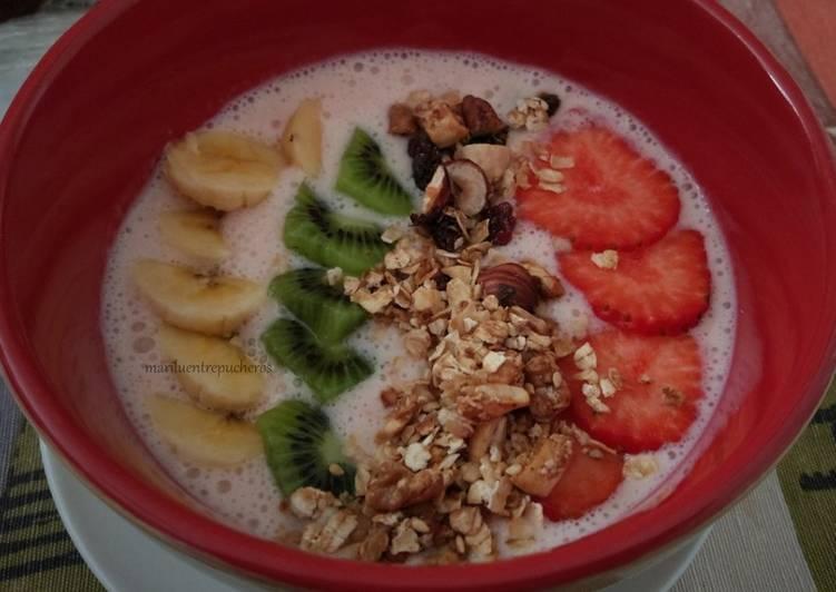 Smoothie bowl de fresas y yogur