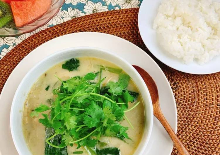 Delicious Thai-style Soup Curry with Shiitake Powder Choosing Healthy and balanced Fast Food