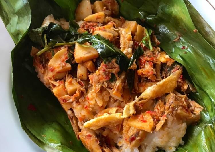 Nasi Bakar Ikan Suwir Pedas