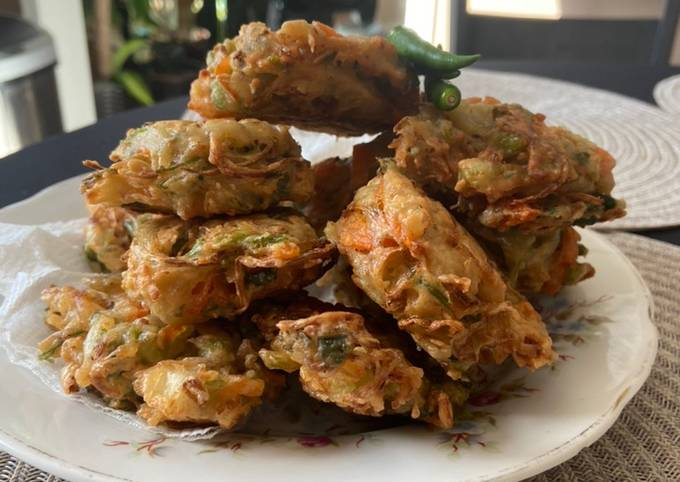 How To Make Bala-bala or Bakwan or Pia-pia aka: Vegetable Fritters Super Fast