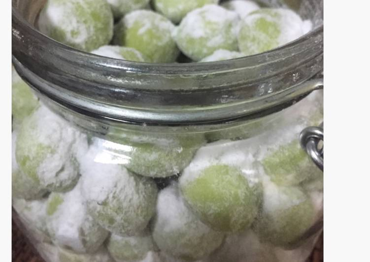 Pandan Snow Balls Cookies