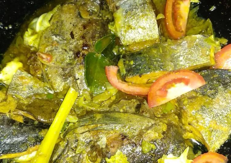 Ikan tuna/tongkol bumbu acar