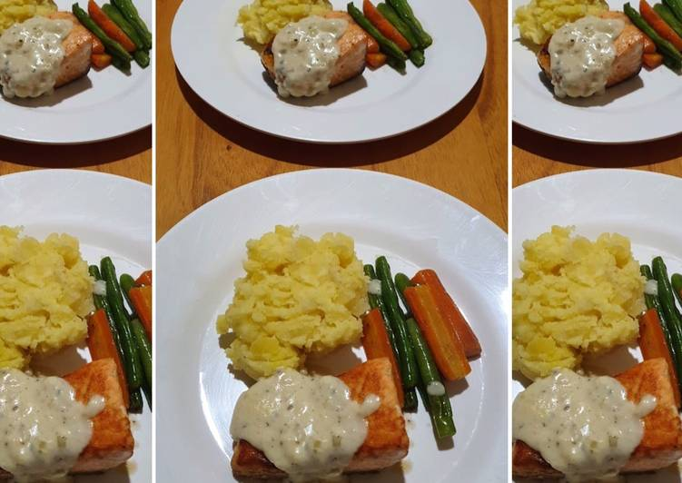 Grilled Salmon with Mashed Potatoes and Garlic Cheese Blackpepper Sauce