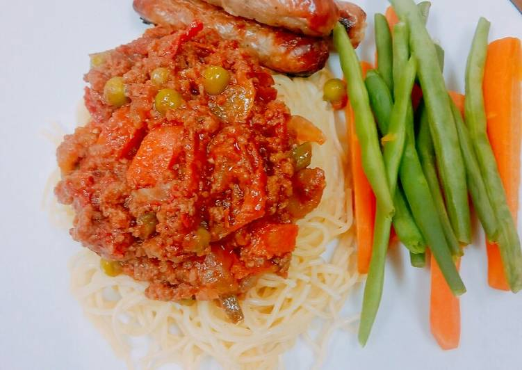 Spaghetti bolognese with sausages - Abujamoms
