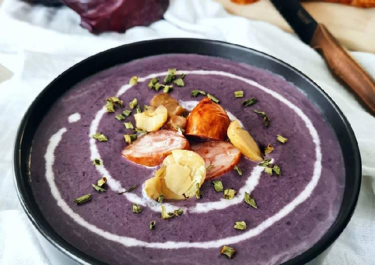 Soupe de chou rouge aux marrons, lardons et saucisse de Morteau
