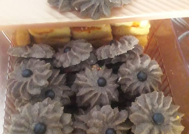 Langkah Mudah untuk Menyiapkan Semprit Coklat (Ibu Fatmah Bahalwan) yang Enak