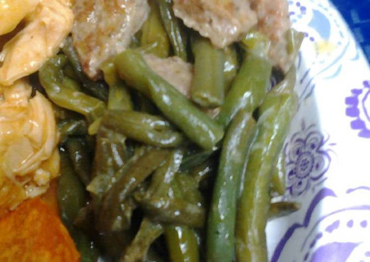 Peppered green beans and sausage