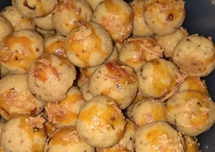 Leter bawang (kukis bawang goreng)