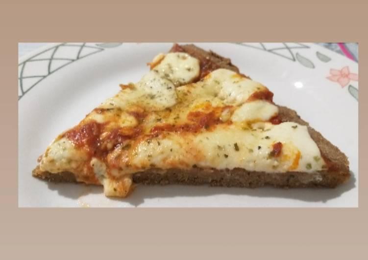 Pizza con masa de berenjena y harina integral