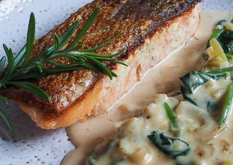 Salmon in creamy spinach sauce