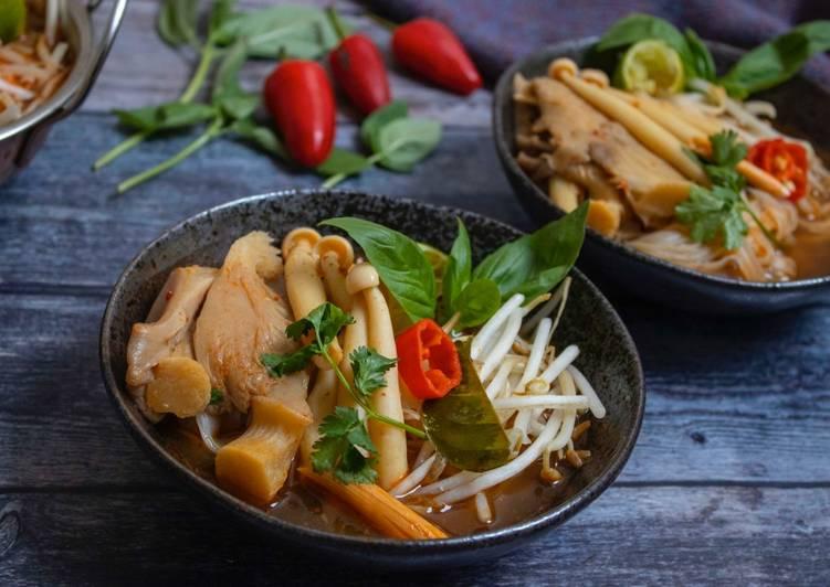 Tomyum Noodles with mushrooms (vegan)