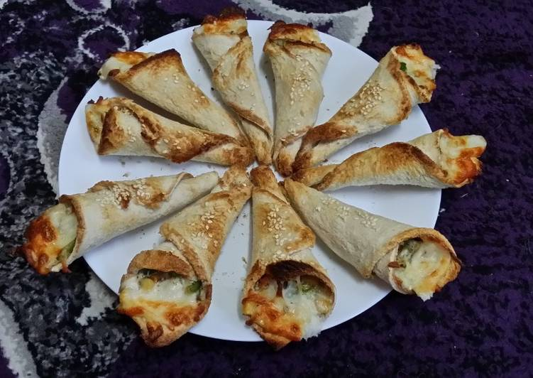 Baked Bread Pizza Cones