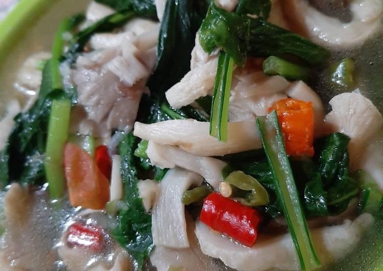 Sup jamur sawi hijau