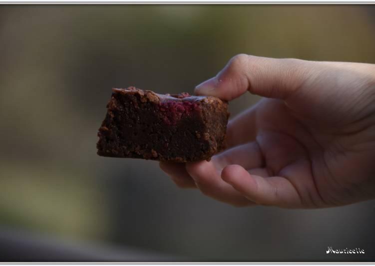 Brownie au chocolat noir et aux framboises