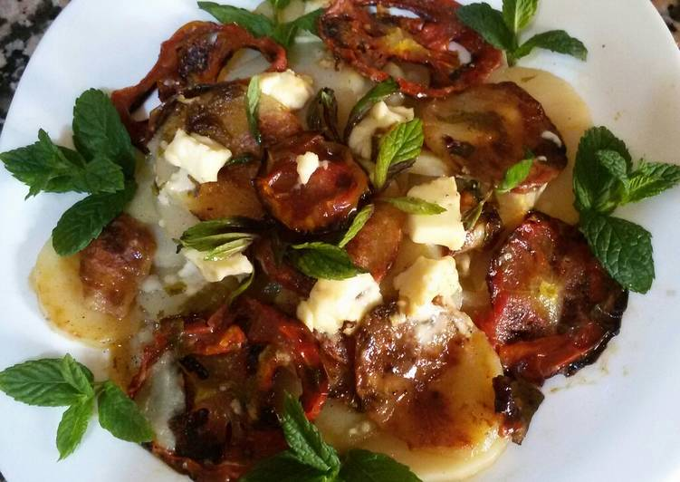 recette Pomme de terre au four rondelles de tomates et fromage le délicieux