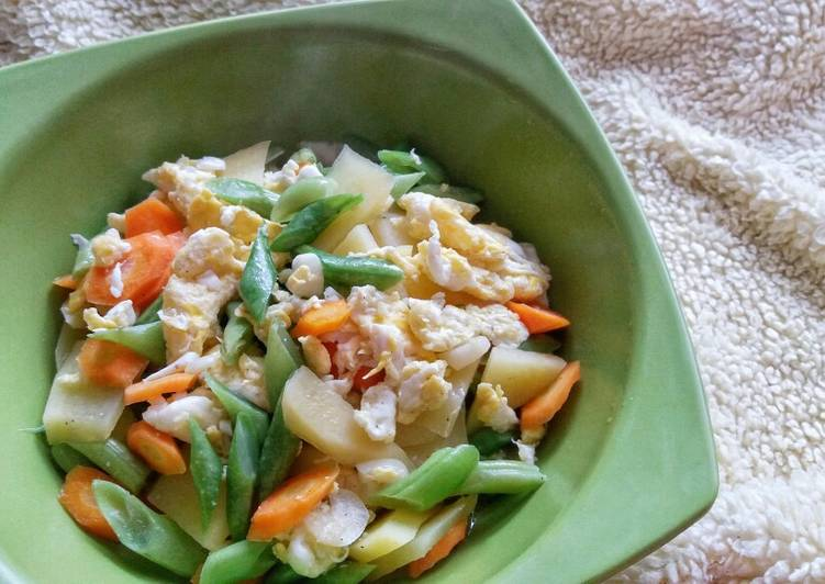 Step-by-Step Guide to Make Favorite Stir Fried Carrots, Green Beans, Potatoes and Egg