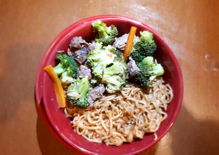Recipe of Quick Noodles served with brocolli