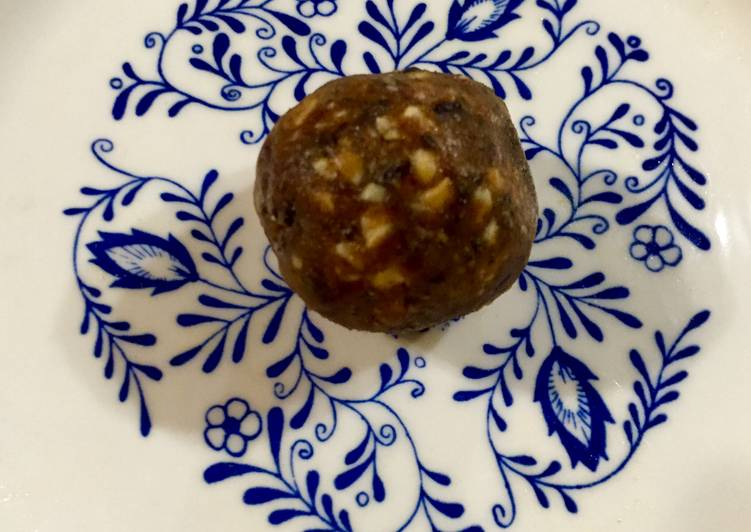 Recipe: Tasty Peanut Butter and Dates Power Balls