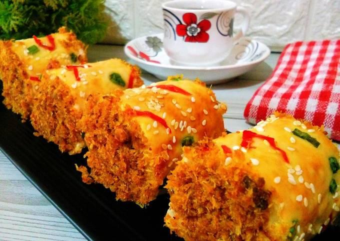 Roti gulung abon ayam (chicken floss roll bread)