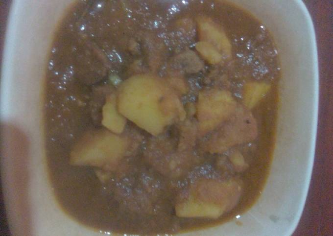 Spicy beef stew with potatoes