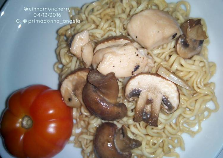 Recipe: Appetizing Chicken and Mushroom Noodles
