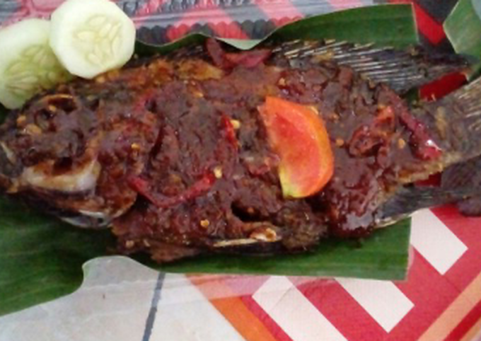 Grilled Whole Fish with Tamarind, Sweet Soy Sauce and Bento Rice