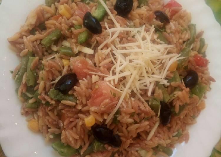 Salade des pâtes (longue des oiseaux)