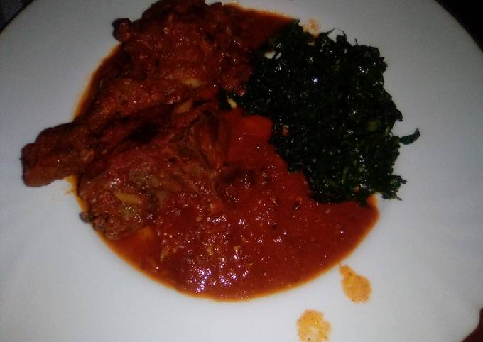 Chicken in gravy sauce and pan-fried kales
