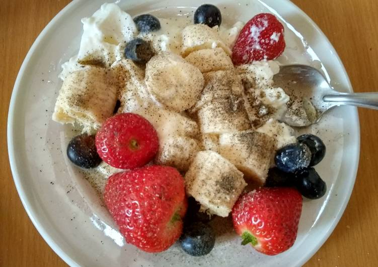 Yogurt ice cream with fruit