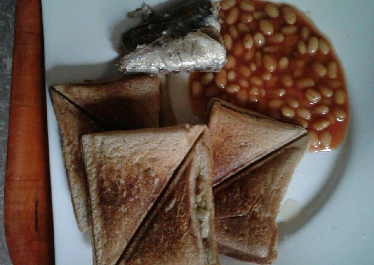 Recipe of Most Popular Scrambled eggs in a Toast with sardine and baked beans