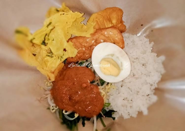 Nasi Pecel Khas Jawa Timur