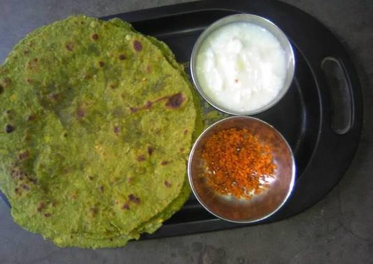 Methi Paratha With Ground Chutney & Butter Milk