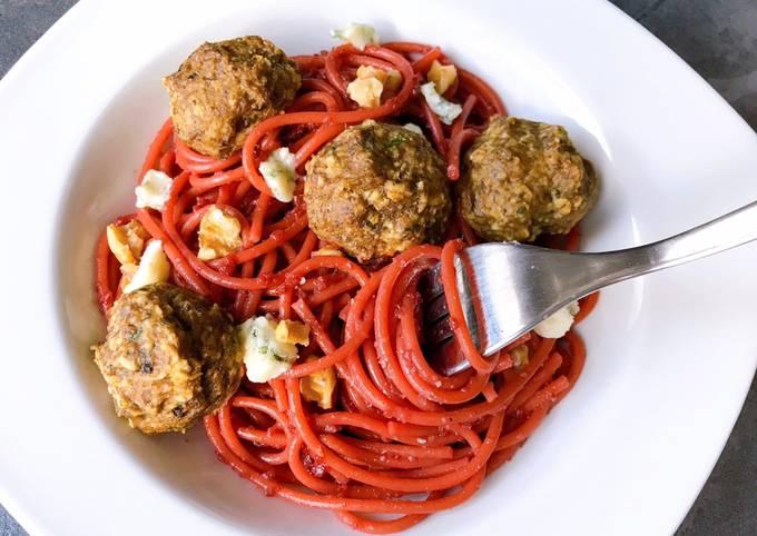 Spaghettis betteraves roquefort et boulettes de champignons Aussi sur Instagram @stl_cuisine