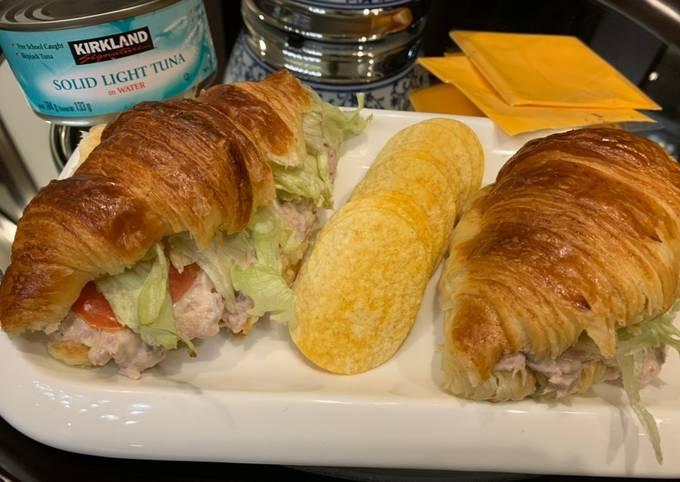 Tuna croissant sandwich 🥐🧀😋