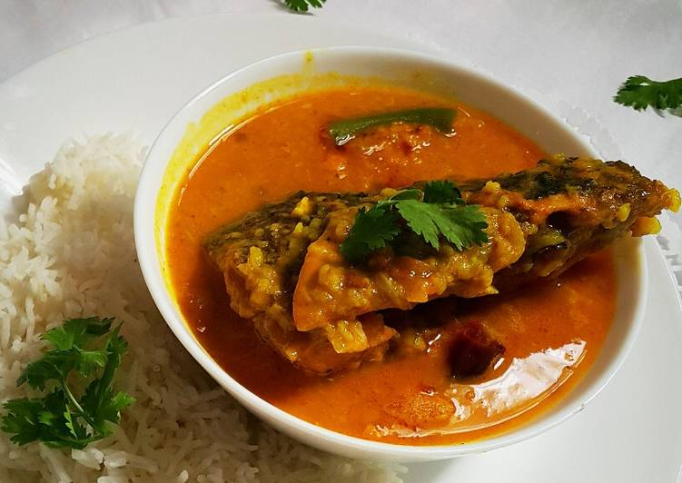 Murighonto (Fish head curry with lentil)