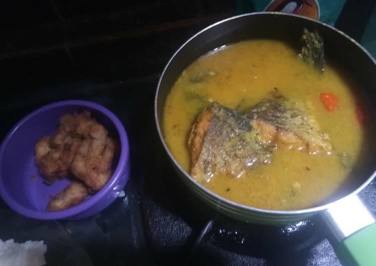 Ikan mas kuah bumbu kuning