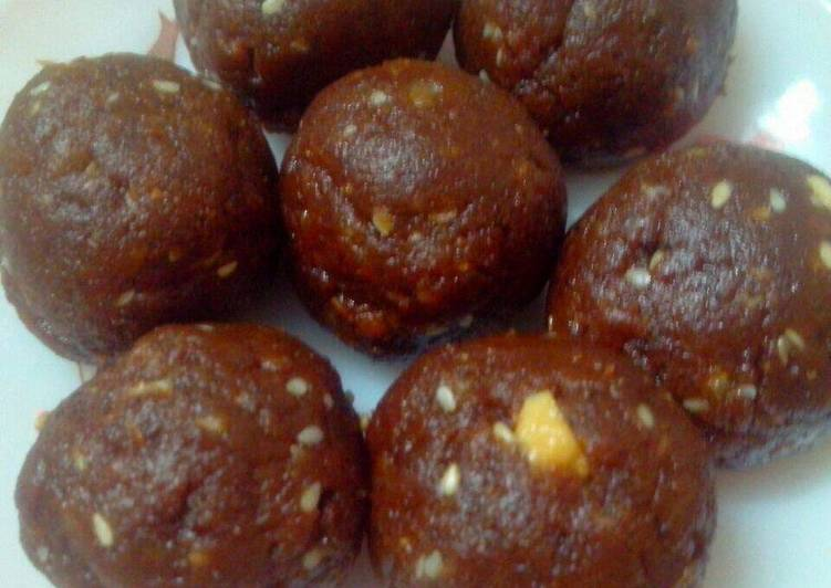 15 Minute Steps to Make Quick Ghee residue ladoo
